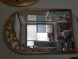 En av våra populära guldspeglar med enkel detaljering