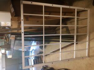Säkerhetsgaller vitt 2 st från Jari. 985 x 128